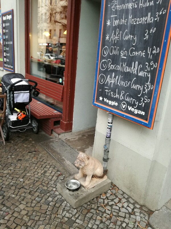 Waiting dog in front of a soup shop near Boxhagener Platz, Berlin, Photo by Stefan Klenke